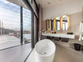 Vauxall Luxury Penthouse Baños clásicos de Simone Morciano Photography Clásico