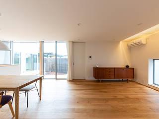 対庭の家 北欧デザインの リビング の あかがわ建築設計室 北欧