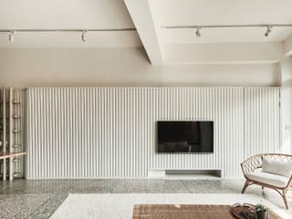 新.舊厝 现代客厅設計點子、靈感 & 圖片 根據 雨後設計有限公司 現代風