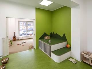 _WERKSTATT FÜR UNBESCHAFFBARES - Innenarchitektur aus Berlin Escuelas de estilo moderno