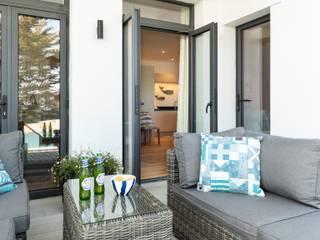 Blackstone Holiday Apartment in Salcombe, Devon par Dupere Interior Design Méditerranéen
