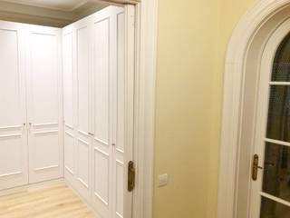 Reforma Integral Piso Sant Gervasi Pasillos, vestíbulos y escaleras de estilo clásico de Lala Decor HomeStaging & Reformas Integrales de pisos Clásico