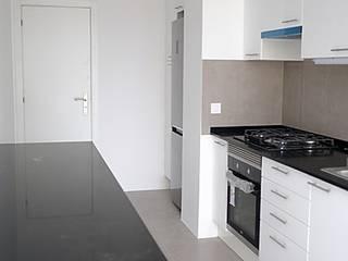 Modern Kitchen by Cubo Três D Modern