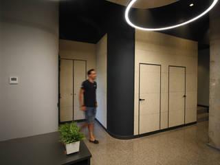 Pasillos, vestíbulos y escaleras modernos de Rafael Hernáez Loza AITEC Proyectos Moderno