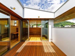 Scandinavian style balcony, porch & terrace by 一級建築士事務所haus Scandinavian
