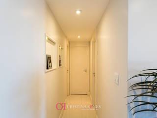 Apartamento para família pequena por Cristina Reyes Design de Interiores Moderno