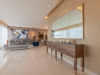 Eclectic style corridor, hallway & stairs by ESTUDIO TANGUMA Eclectic