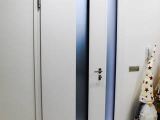 Diesse Serramenti: progettazione completa di infissi, serramenti e porte da interno. Diesse Srl Serramenti Ingresso, Corridoio & Scale in stile moderno PVC Bianco