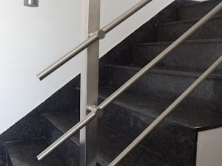Top mounted Square Balustrade with Horizontal Railing system by KELCO INDUSTRIES Modern