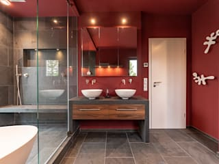 Red With Slate Modern Banyo Vivante Modern