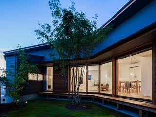 Nhà phong cách chiết trung bởi 松原建築計画 一級建築士事務所 / Matsubara Architect Design Office Chiết trung