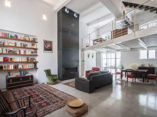 Salas de estilo industrial de sebastiano canzano architetto Industrial