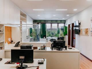 Reforma de uma administração - PROJETO AP Espaços comerciais modernos por Studio Pedro Galaso Moderno