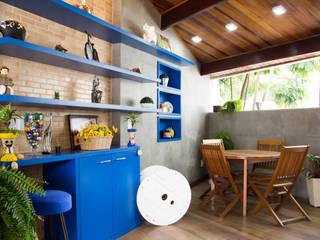 Reforma de uma garagem em uma sala multifuncional - PROJETO IC Salas de jantar modernas por Studio Pedro Galaso Moderno