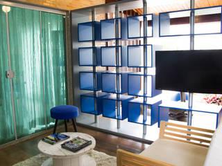 Reforma de uma garagem em uma sala multifuncional - PROJETO IC Salas multimídia modernas por Studio Pedro Galaso Moderno