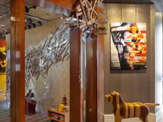 インダストリアルなホテル の Studio Pedro Galaso インダストリアル