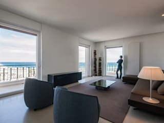 Salas de estilo minimalista de sebastiano canzano architetto Minimalista