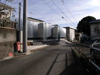 de 濱嵜良実+株式会社 浜﨑工務店一級建築士事務所 Minimalista