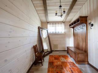 На окраине..... Коридор, прихожая и лестница в рустикальном стиле от KOVALEVAINTERIOR Рустикальный