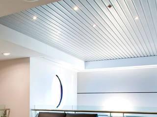 Các mẫu trần tôn đẹp nhất hiện nay Phòng khách phong cách tối giản bởi BlueScopeZacs Việt Nam Tối giản