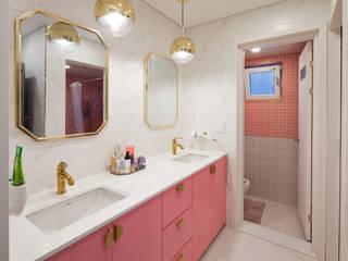 화이트+골드 & 핑크의 조화로 고급스러움과 사랑스러움을 느낄수 있는 2층 욕실 모던스타일 욕실 by 위드하임 모던