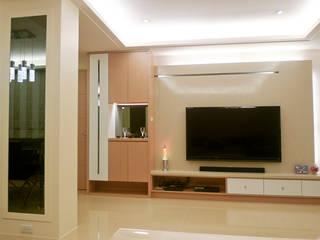 台北 龍江路 现代客厅設計點子、靈感 & 圖片 根據 亞晨室內裝修設計工程有限公司 現代風