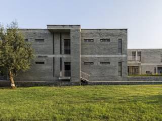 DCM Shriram School Kota by Basics Architects Minimalist schools by Basics Architects Minimalist