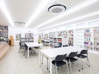 The Lighting Bookshelves_한영중학교 by 지오아키텍처