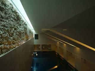 SPA, Piscina interior Hotéis ecléticos por JCP + CM Arquitectos Eclético