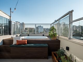 Mirá Arquitetura Balcony Engineered Wood Wood effect