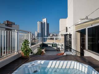 Área externa moderna e aconchegante por Mirá Arquitetura Moderno