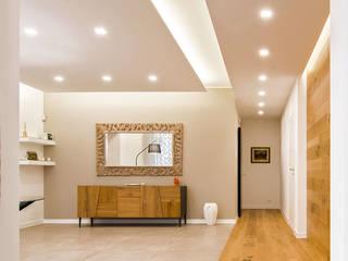 Qualità Made in Italy Ingresso, Corridoio & Scale in stile moderno di 9010 novantadieci Moderno