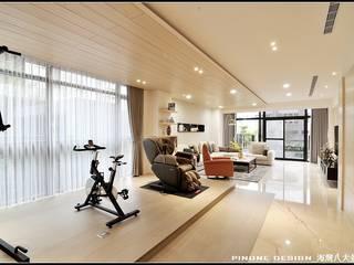 海灣八大景 现代客厅設計點子、靈感 & 圖片 根據 品寓設計 現代風