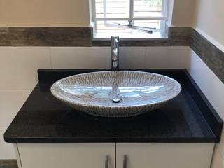 Student Flat alteration Minimal style Bathroom by Willson Construction Minimalist