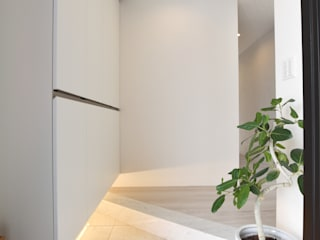 Modern Corridor, Hallway and Staircase by Style Create Modern