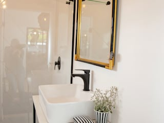 Eclectic style bathroom by Interior Concepts Eclectic