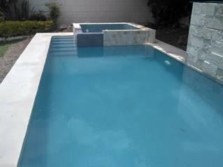 ALBERCA DE 8*3 ALBERCAS Y TERRAZAS Albercas de jardín Concreto reforzado Azul