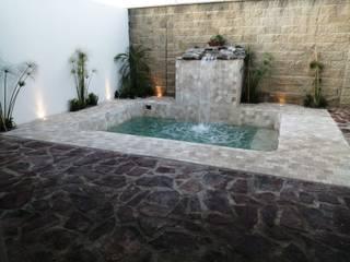 ALBERCA DE 4*3 ALBERCAS Y TERRAZAS Albercas de jardín Concreto reforzado Beige