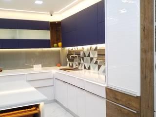 Moderne Küchen von ONYX DESIGNER STUDIO Modern