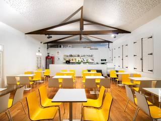 Café Concerto por ARTEQUITECTOS Moderno
