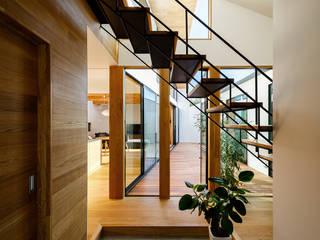 Scandinavian corridor, hallway & stairs by 一級建築士事務所haus Scandinavian