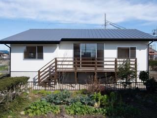 高基礎の平屋 アース・アーキテクツ一級建築士事務所 木造住宅 灰色