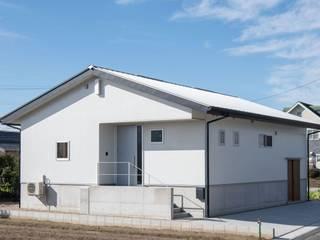 高基礎の平屋 アース・アーキテクツ一級建築士事務所 木造住宅 白色