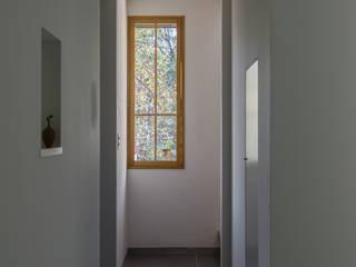 多摩の家/House in Tama 北欧スタイルの 玄関&廊下&階段 の 水野純也建築設計事務所 北欧