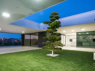 ARTEQUITECTOS Modern style gardens