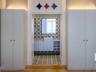 ARTEQUITECTOS Modern style bathrooms
