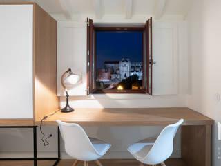 Modern style bedroom by ARTEQUITECTOS Modern