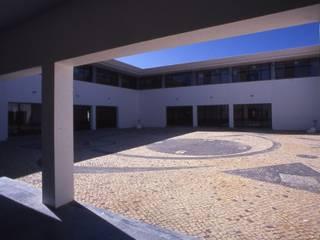 Escola Primária da Vidigueira Escritórios mediterrânicos por Jorge Cruz Pinto + Cristina Mantas, Arquitectos Mediterrânico