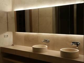 Residencial COLOR DELUXE Baños de estilo moderno