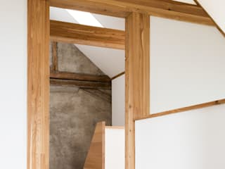 Rustic style corridor, hallway & stairs by Füglistaller Architekten AG Rustic